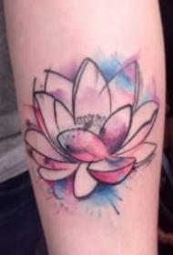 水彩色盛开的莲花纹身图案