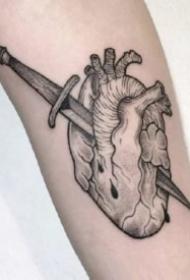 一组有创意的心脏纹身图案