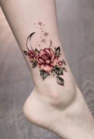女生脚背和脚踝的漂亮小花卉纹身图案