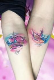 情侣使用的小清新皇冠纹身图案