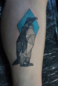 好看的几何线条企鹅纹身图片