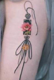中国风漂亮的彩色绳结纹身图案