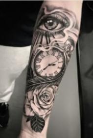 小臂上的时钟纹身图案9张