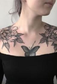 女生左右成对的肩花纹身图案