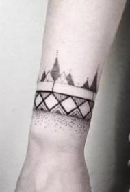 一组黑色臂环手环纹身图案