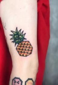 多款关于菠萝的纹身图案