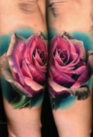 写实逼真的彩色玫瑰花纹身图案
