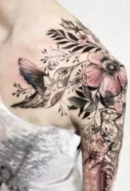 女生肩部好看性感的肩花纹身图案