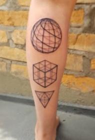 几何线性旋转的纹身图案