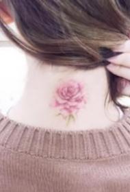 女生脖子后清新简约的纹身图案