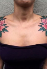 女性双肩部对称的肩花纹身图案