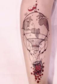 清新好看的热气球纹身图案