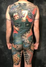 传统日式的满背通体纹身图案
