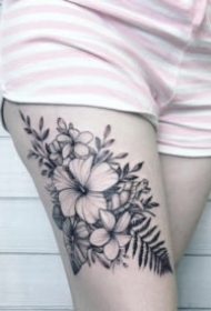 非常好看的黑灰素花纹身图案