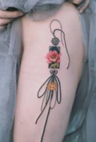 清新好看的绳结吊坠纹身图案