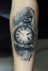 黑色的钟表纹身图案欣赏