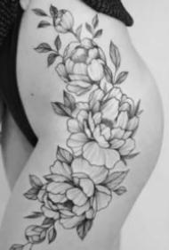 女生大腿上性感的素花纹身图案