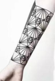 时尚简约的几何线条纹身图案