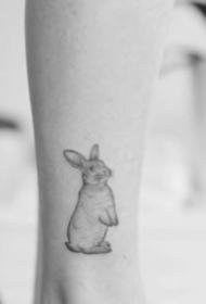 一组黑灰小动物纹身图案