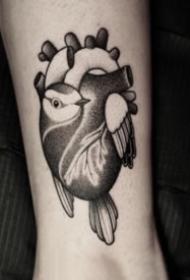 有创意的暗黑心脏纹身图案