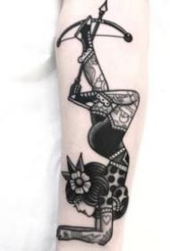 玩杂技的女郎纹身图案和手稿