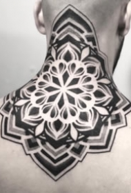 黑色点刺梵花曼陀罗纹身图案大全