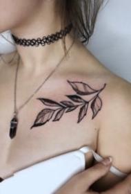 女生颈部小清新的项链纹身图片大全