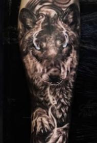 霸气的恶狼主题纹身图案