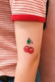 水果小纹身  可爱的一组极简小水果的纹身图片