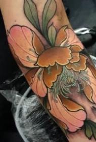 传统牡丹纹身 9张传统风格的漂亮牡丹纹身图案
