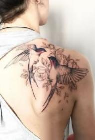 飘逸轻灵的燕子主题纹身图片