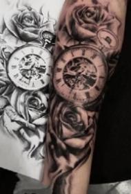 欧美风格包臂钟表纹身图案