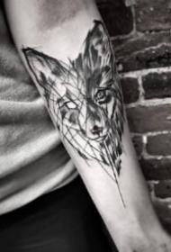 一组黑灰和点刺结合的点线设计包小臂纹身图案