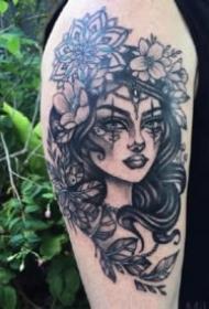 一组曼陀罗女郎纹身图案