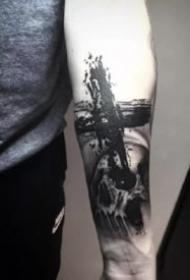 西方宗教的十字架纹身图案