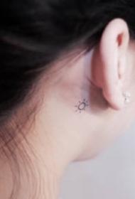 耳朵后面简单不显眼的小纹身图片