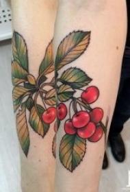 鲜嫩红透的樱桃纹身图案