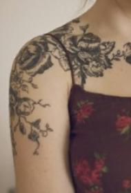 漂亮好看的藤蔓纹身图案