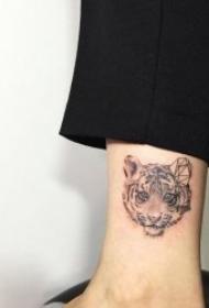10组表情各异的老虎纹身图