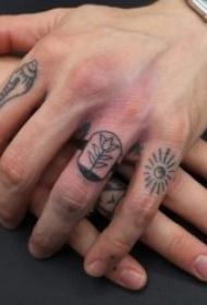 简单有创意的手指纹身小图案