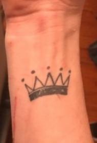 10款黑灰色调的尊贵小皇冠纹身图案