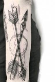 有设计感的创意箭纹身图案