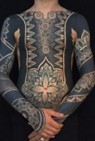 有个性的黑灰色调图腾纹身图案