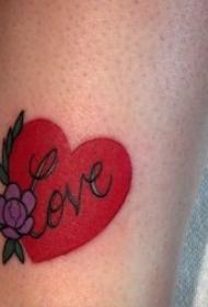 关于爱情的爱心纹身图案