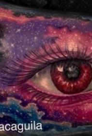 深邃逼真的眼睛纹身图案