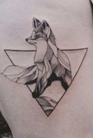 10张有创意的三角形纹身图案