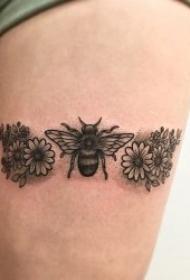 10张好看的小蜜蜂纹身图案