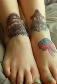 几张纹在脚背和脚部的纹身图片