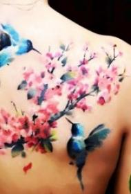 好看的鸟和花朵搭配的纹身图案
