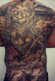 看起来非常霸气的新传统大满背纹身图案